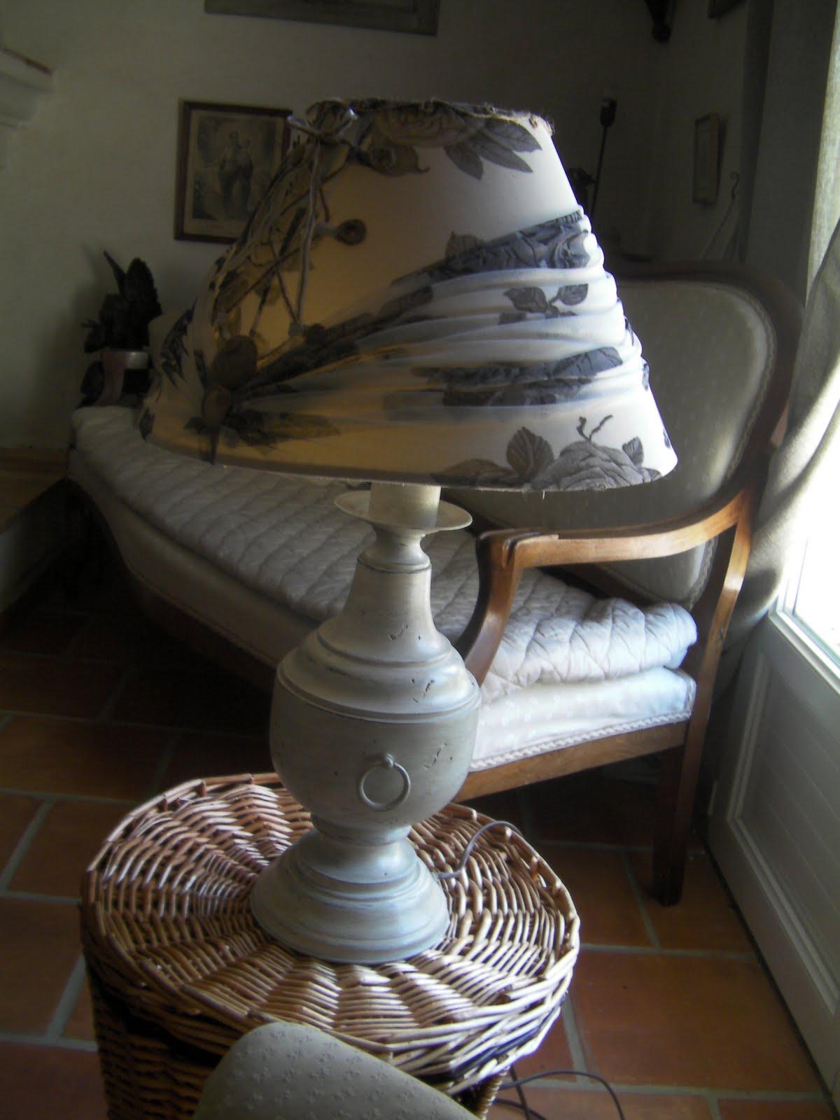sous l 39 escalier trois fois rien pour une lampe. Black Bedroom Furniture Sets. Home Design Ideas