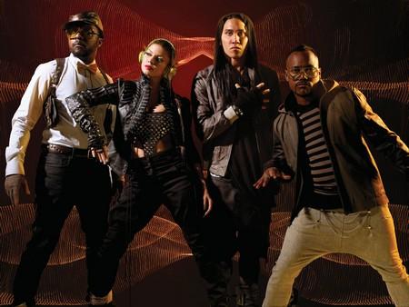black eyed peas fergie pees on stage. winning Black Eyed Peas