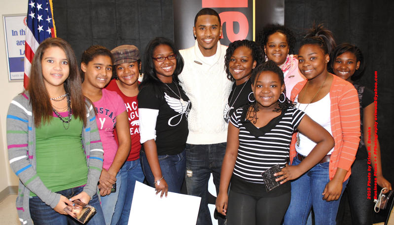 Outtown out 925 outtown exclusive trey songz meet and greet songz with a few of his young female fans who got autographs of and pics with the singer m4hsunfo