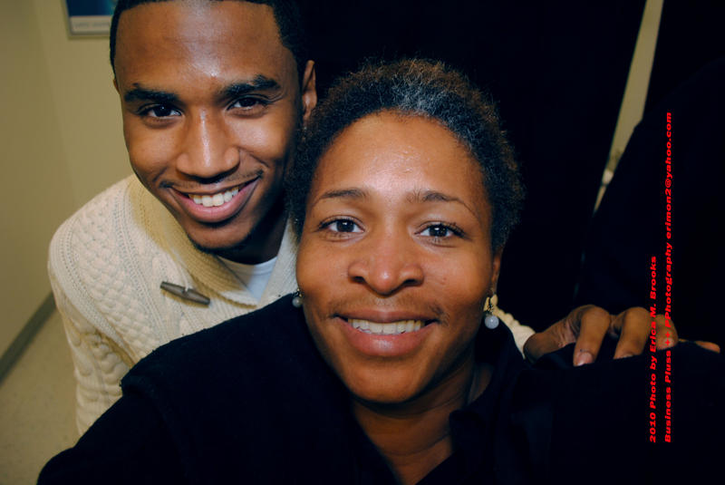 Outtown out 925 outtown exclusive trey songz meet and greet freelance photographer erica m brooks taking a self shot with grammy award nominee rb heartthrob trey songz who was at scott air force base in ofallon m4hsunfo