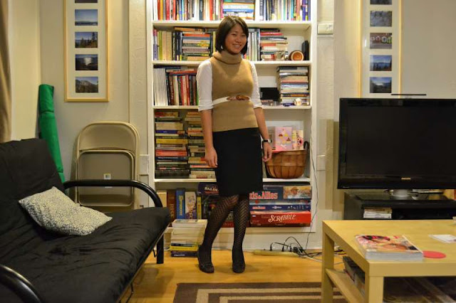 office fashion blogger turtleneck sweater vest banana republic pencil skirt aerosoles pumps herringbone tights layering