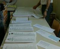Ρίχνοντας μια ματιά στα ψηφοδέλτια της ΝΔ και του ΠΑΣΟΚ.