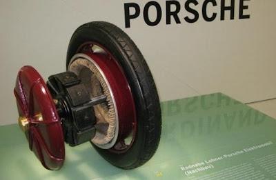 В движение электромобиль приводили передние мотор-колеса.  Чуть позже Фердинанд Порше установит на электромобиле...