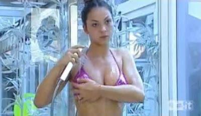 sarah nile, doccia sexy, grande fratello 10
