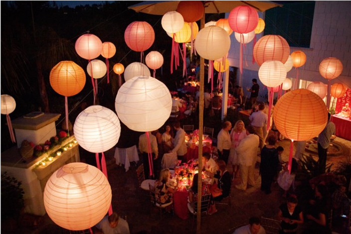 Moonlight whimsy 5 decorating ideas for paper lanterns for Asian wedding decoration