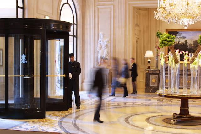Cr ticas de hoteles la puerta giratoria problemas y for Hoteles en la puerta