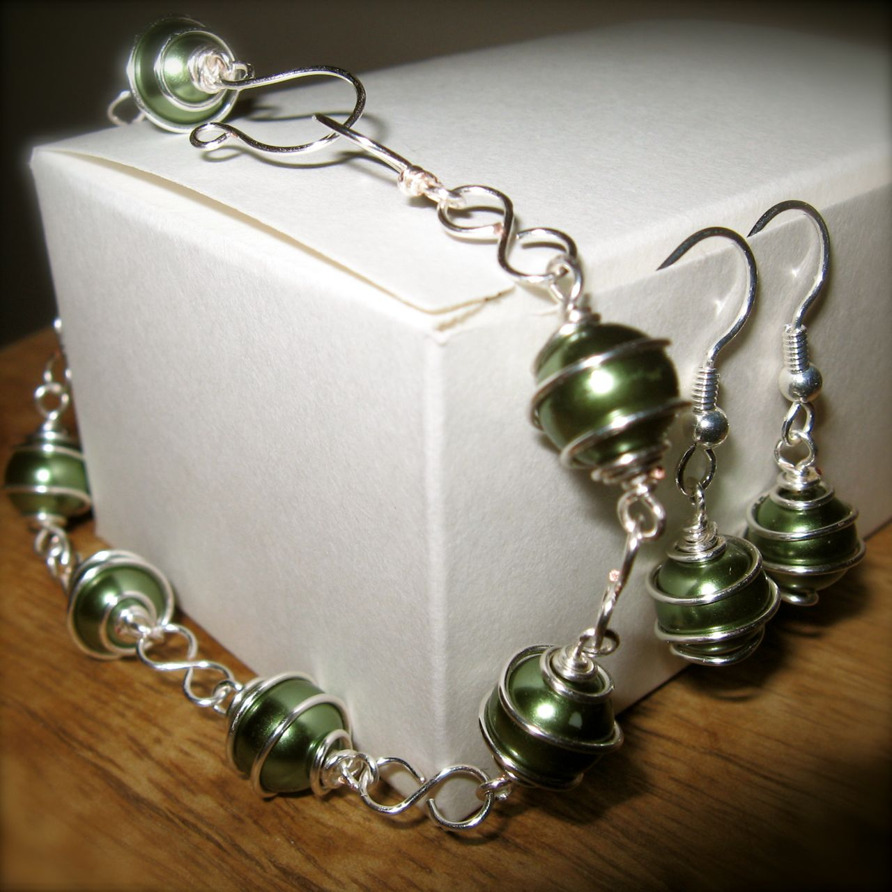 Generally Creative: Wire Wrapped Bead Jewelry: Bracelet