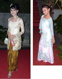 baju kebaya modern , batik dan kebaya indonesia dan juga perlengkapan