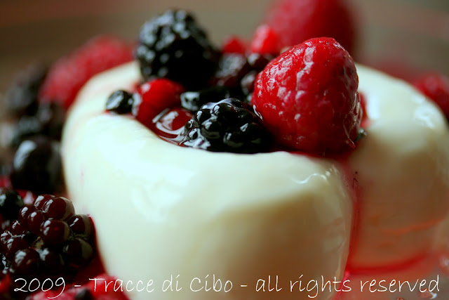 yogurt, gelatina, panna cotta, frutti di bosco, sciroppo d'acero