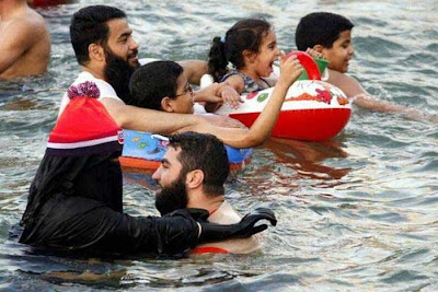 How Arab Women Swim In The Sea