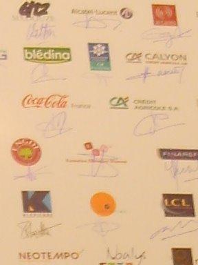 [5.+Allez,+je+vous+aide.++C'est+nous+là,+entre+Coca+et+le+Credit+Agricole.+La+classe,+non+!.JPG]