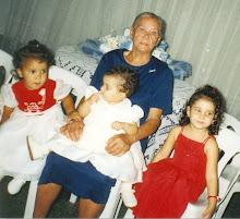 Mamãe com minhas 3 netas