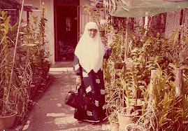 Arwah mak meninggal pada 22hb Oktober 2002 bersamaan 15hb Syaaban 1424H