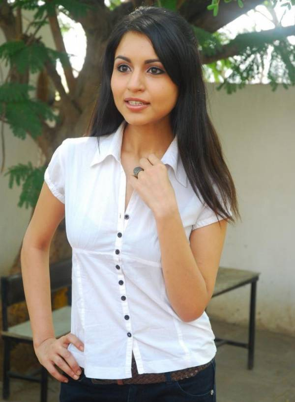 Movies women tight breasts of actresses pics