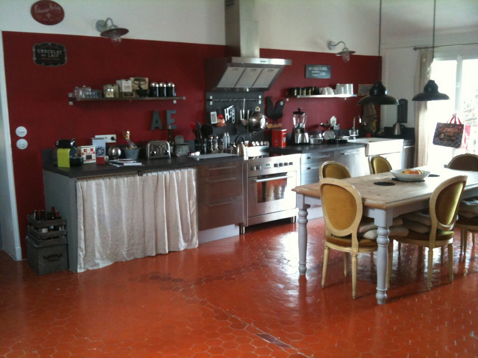 Ephemere peinture couleur rouge basque tollens for Peinture cuisine tollens