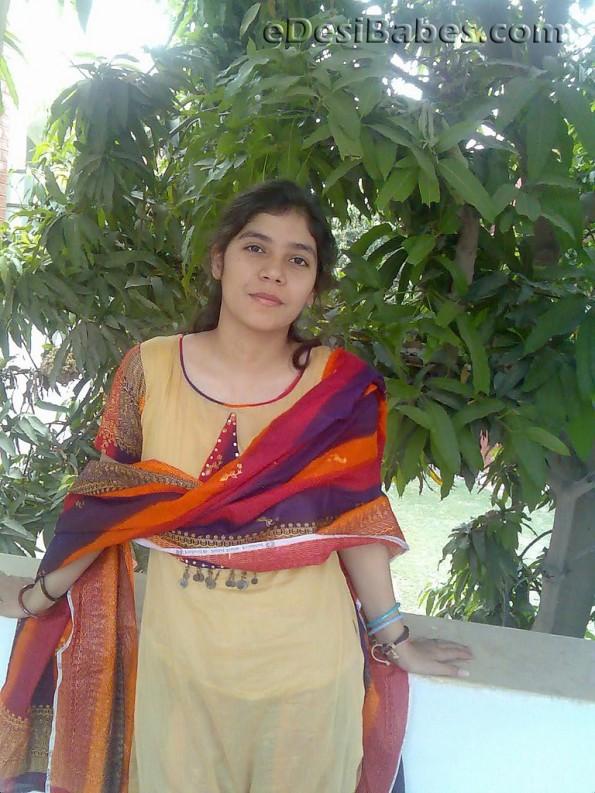 Multan Girl Hina Malik