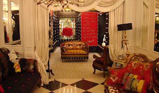 Burlesque gallery and interior design alice in wonderland for Burlesque bedroom ideas