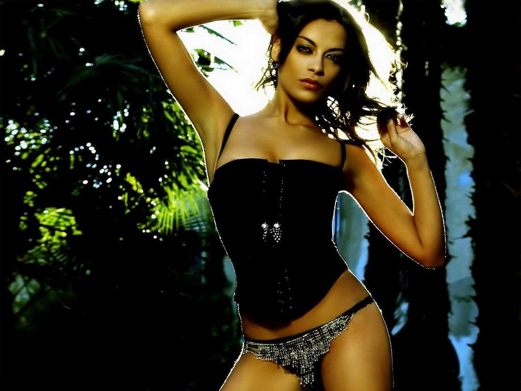 http://3.bp.blogspot.com/_7FfPYRI8DqI/TMlkVjGLkDI/AAAAAAAADic/K8F46zOPQ-c/s1600/Cute+And+Hot+Bikini+Model+Armpits.jpg