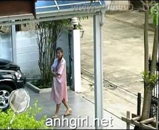 Girl cố tình khoe hàng khi thấy mình bị chụp lén