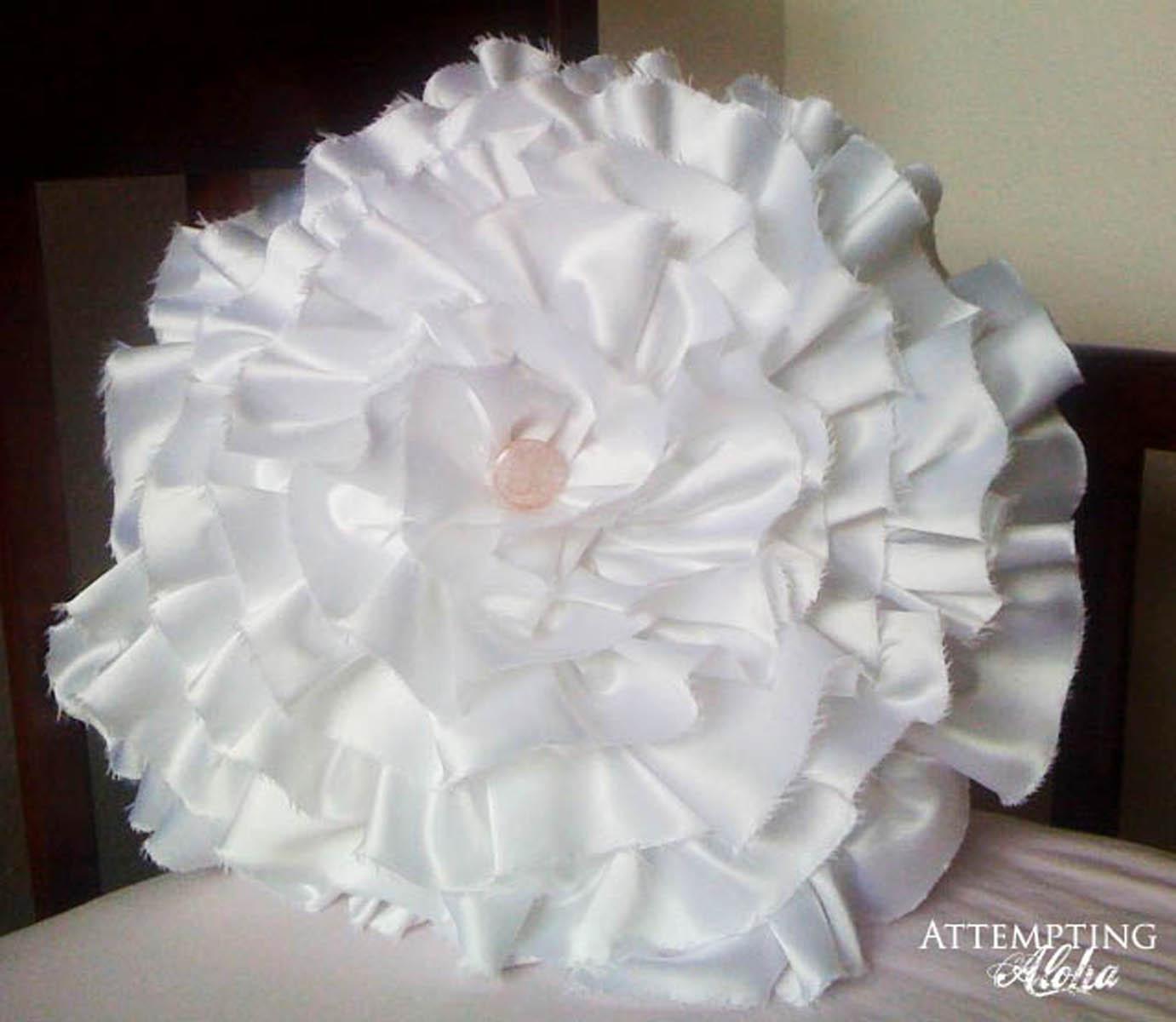 http://3.bp.blogspot.com/_7GDWF1D9h2o/TQFctnZvxhI/AAAAAAAAAR8/DPlvqqX8Dy4/s1600/Wedding+Dress+Pillow+8.jpg