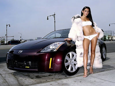 Hot girl with Nissan 350Z