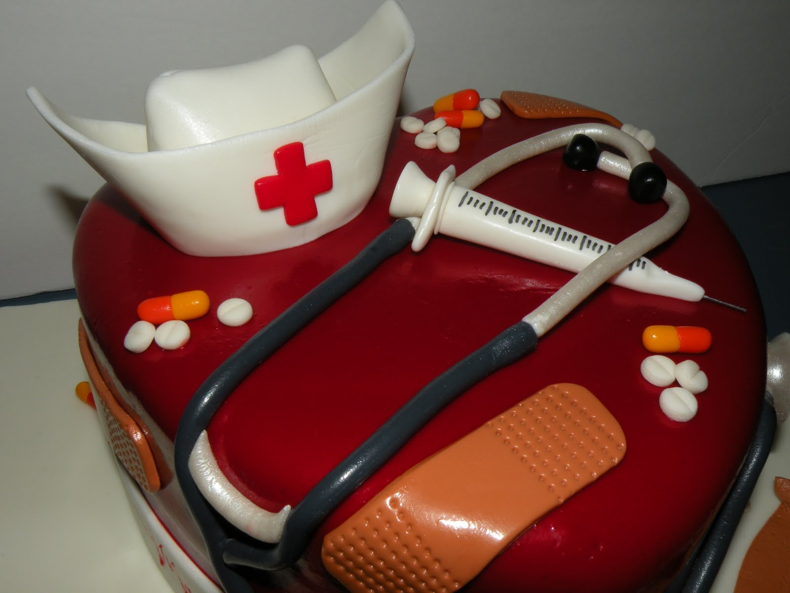 Cake Decorations For Nurses : Teresa s Tasty Temptations: Lindsay s Nurse Graduation cake