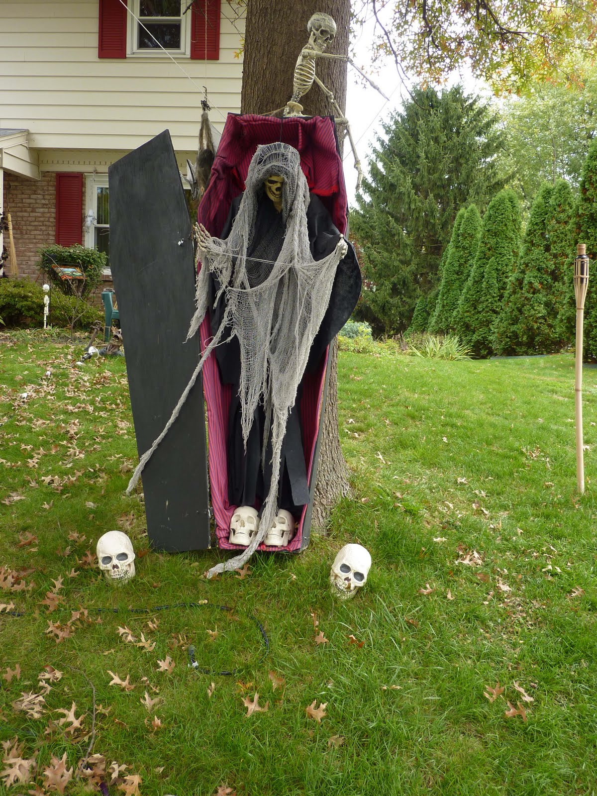 Best Halloween Outdoor Decorations. Halloween Yard Decor. Yard ...