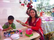 Aqui Rosa flor en pleneo trabajo enseñando su kit de pintura trupan
