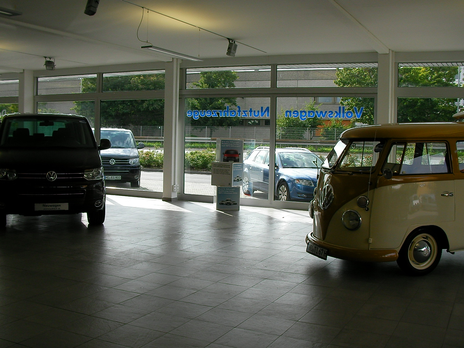 vintage volkswagen rusted by the rain 80 jahre auto. Black Bedroom Furniture Sets. Home Design Ideas