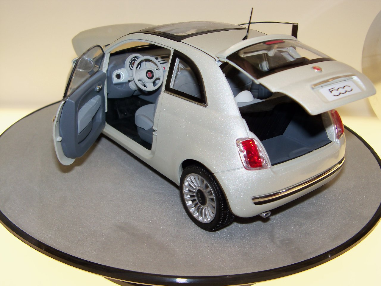 fiat 500 accessories on display at the new york auto show. Black Bedroom Furniture Sets. Home Design Ideas