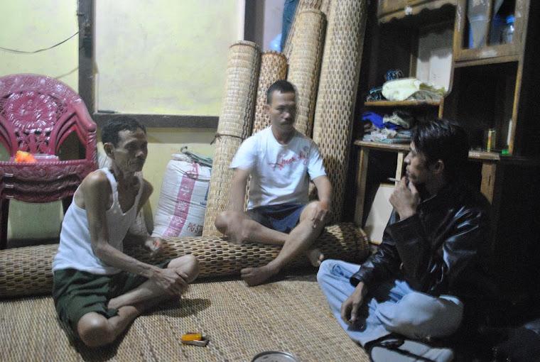 wawancara dengan pengrajin bidai di Desa Seluas