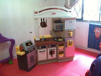Heidi actually little tikes kitchen set for Kitchen set little tikes