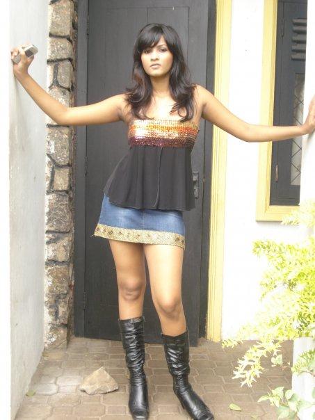 [Sexy-Lankan-Actress-Piumi-Purasinghe-3.jpg]