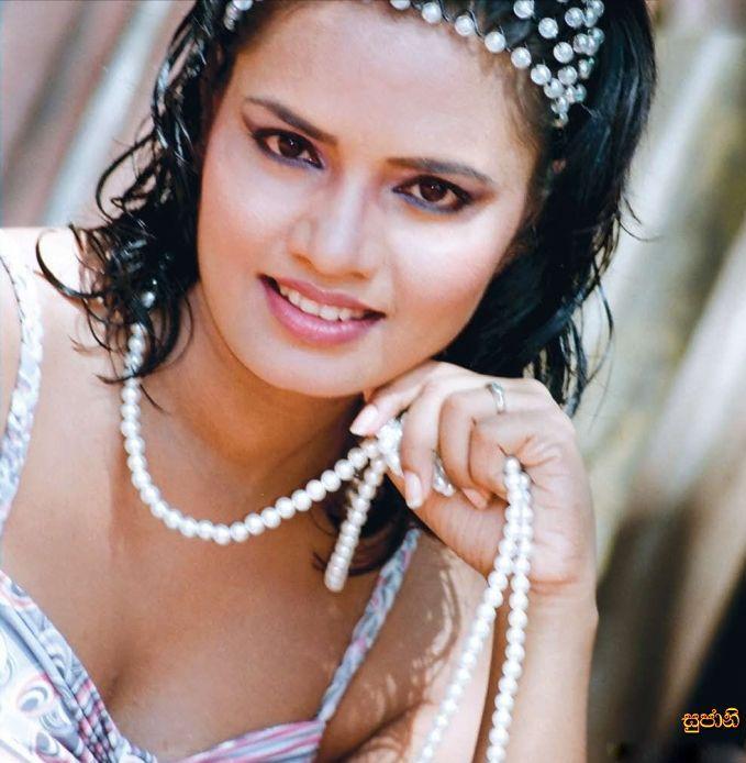 [Sri+Lankan_Teledrama_Actress_Sujani_Menaka_12.jpg]