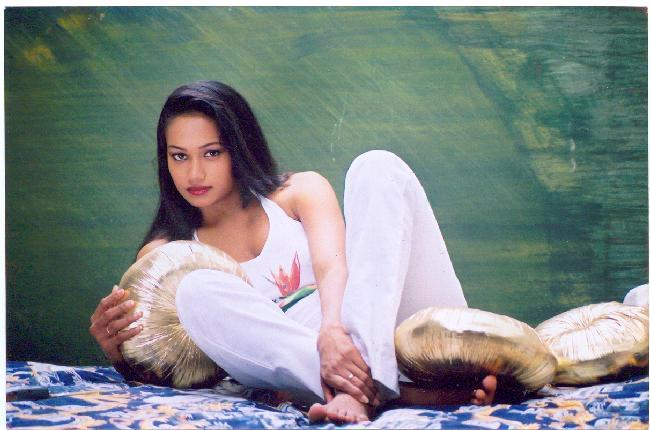 [Sri+Lankan+Teledarma+Actress+Janaki+Wijerathne11.jpg]