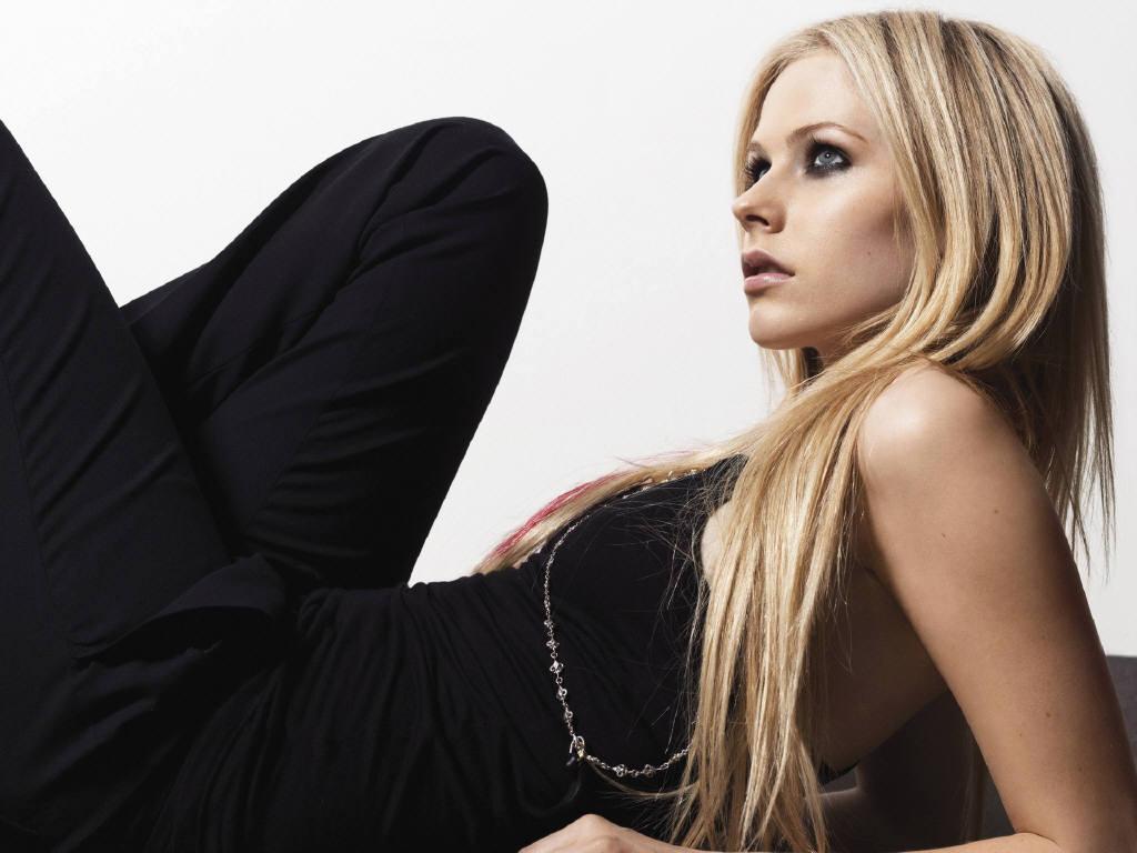 http://3.bp.blogspot.com/_7MgHgv3vATA/TPRKAI08tSI/AAAAAAAADo0/M-VolyfWauM/s1600/Avril-Lavigne-9.jpg