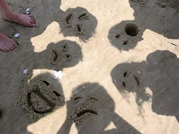 faces-funny-sand