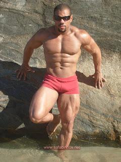 Fotos - Homens de sunga vermelha