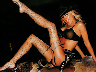 carmen electra hot photo