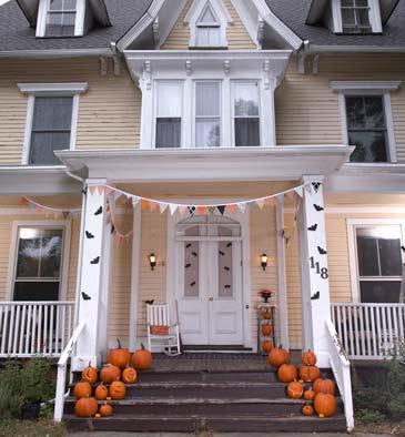http://3.bp.blogspot.com/_7PjIIOiWlLY/TKKWu6ENfPI/AAAAAAAAACE/nrDREgsrH_8/s400/Pennant-Bunting-halloween-decor365wy101909.jpg
