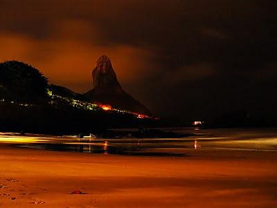 Noronha: Praia do Cachorro e Morro do Pico Fotografados à Noite