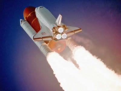 Imagem de lançamento de nave espacial.