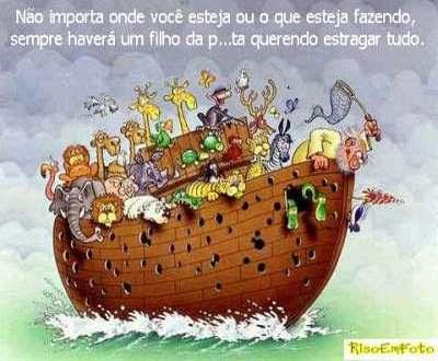 Pica-pau perfura o casco da Arca de Noé, em meio ao dilúvio.
