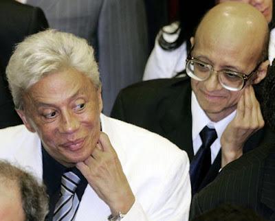Piada-imagem: Foto com os deputados Enéas e Clodovil trocando olhares muito suspeitos