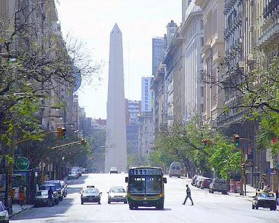 Avenida de Mayo, um dos marcos urbanos de Buenos Aires.