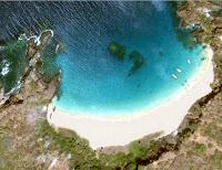 Praia ou Baía do Sancho em vista aérea – Fernando de Noronha