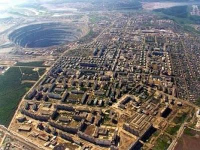 Foto aérea das escavações em Mirny
