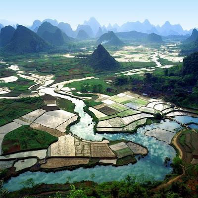 Imagens de áreas baixas também alagadas, na China