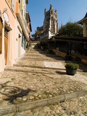 Ladeira em Lausane, na Suíça, lembra as cidades de Minas Gerais