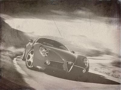 Alfa Romeo atual em foto envelhecida.
